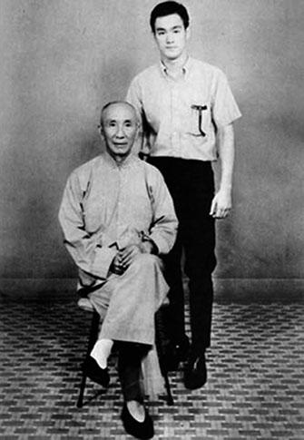 bruce-lee-with-wing-chun-master-yip-man